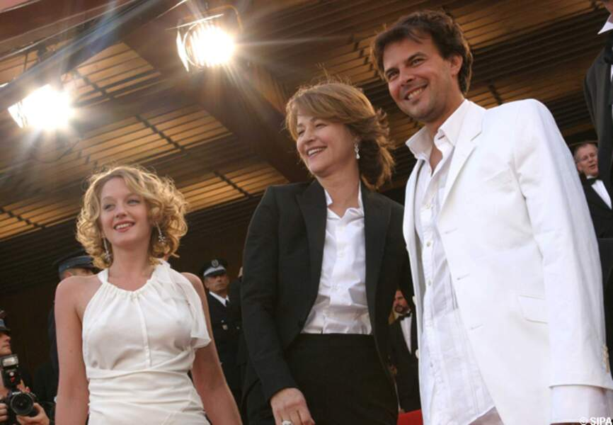 François Ozon, entouré de Charlotte Rampling et Ludivine Sagnier, en 2003 pour Swimming pool