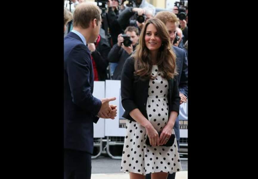 Regards complices avec le duc de Cambridge