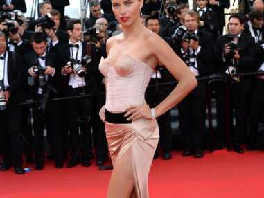 Cannes 2014: Adriana Lima, Hilary Swank, la montée des marches de The Homesman