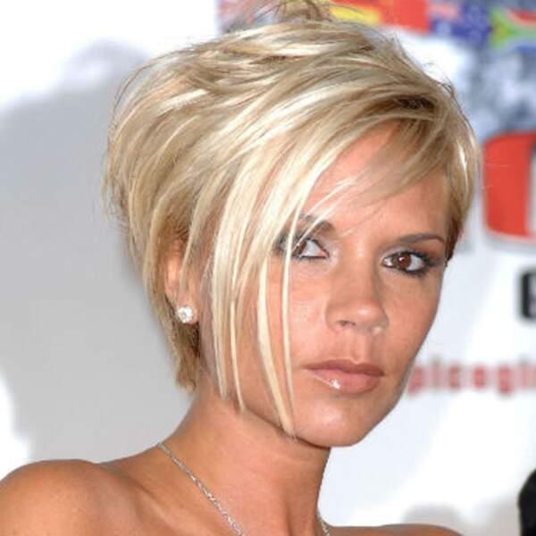Victoria Beckham craque pour un blond platine