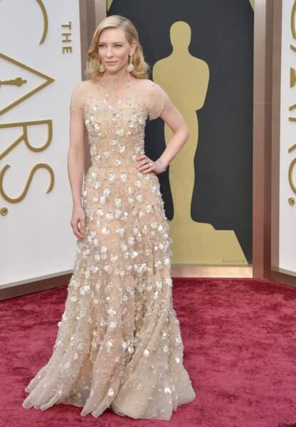 Cate Blanchett, qui a remporté l'Oscar de la Meilleure Actrice pour le film Blue Jasmine est habillée en Armani