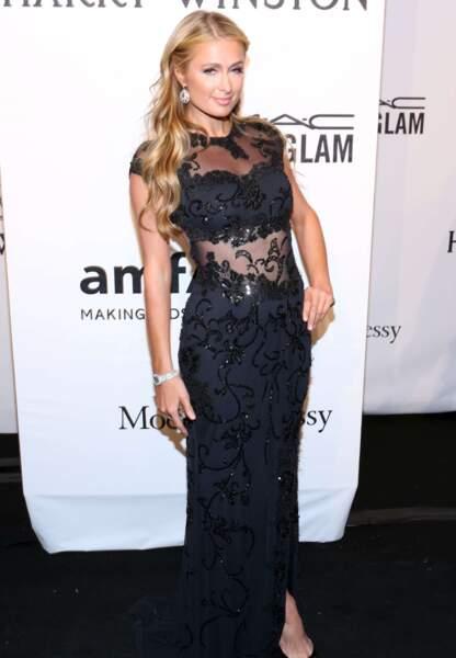 Paris Hilton en dentelle noire
