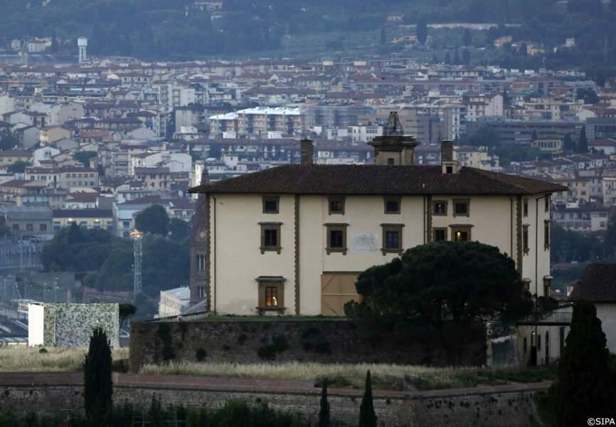 Le fort Belvedere, à Florence. En bas à gauche, un mur de fleurs réalisé spécialement pour leur mariage