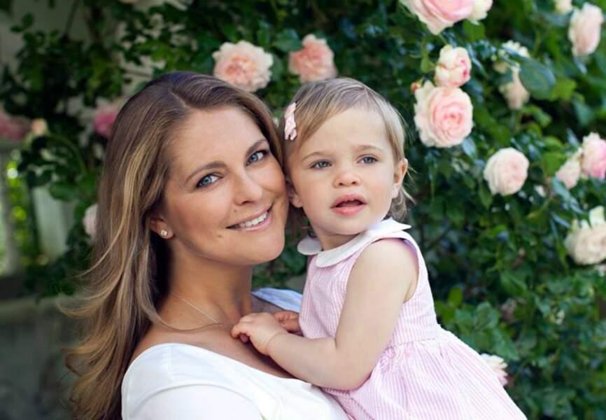 Une robe rose layette, rien de plus doux pour la petite poupée qu'est Princesse Léonore de Suède