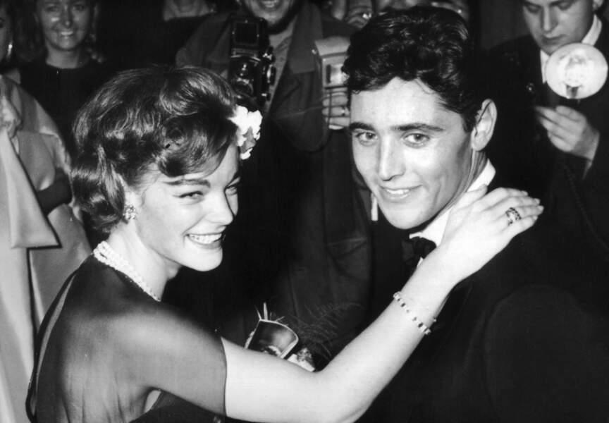 1961, à l'A.B.C. Théâtre de Paris, l'inoubliable Romy Schneider apparaît radieuse face au chanteur
