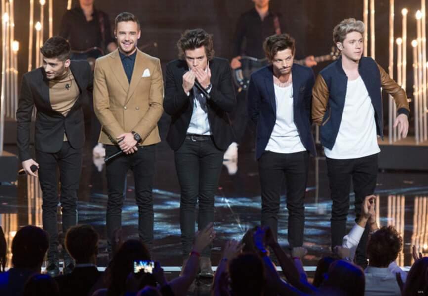 Les One Direction saluent leurs fans.