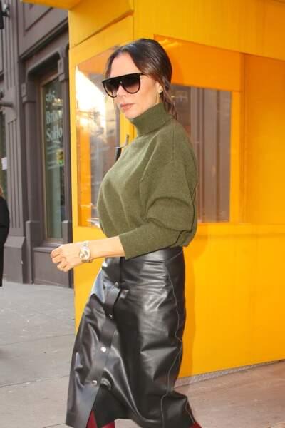 Victoria Beckham mise sur le chignon flou comme Meghan Markle