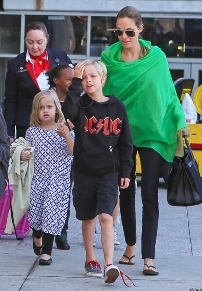Angelina Jolie, Shiloh et Vivianne