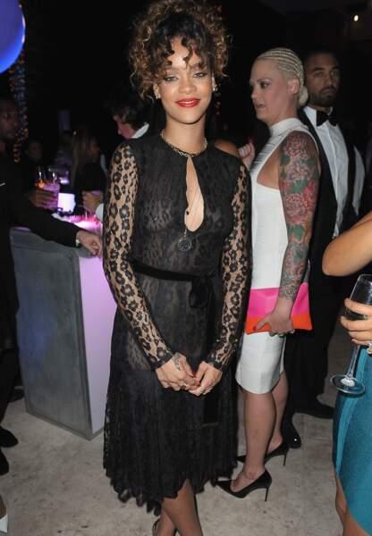 Rihanna en robe Tom Ford, qui laisse peu de place à l'imagination...