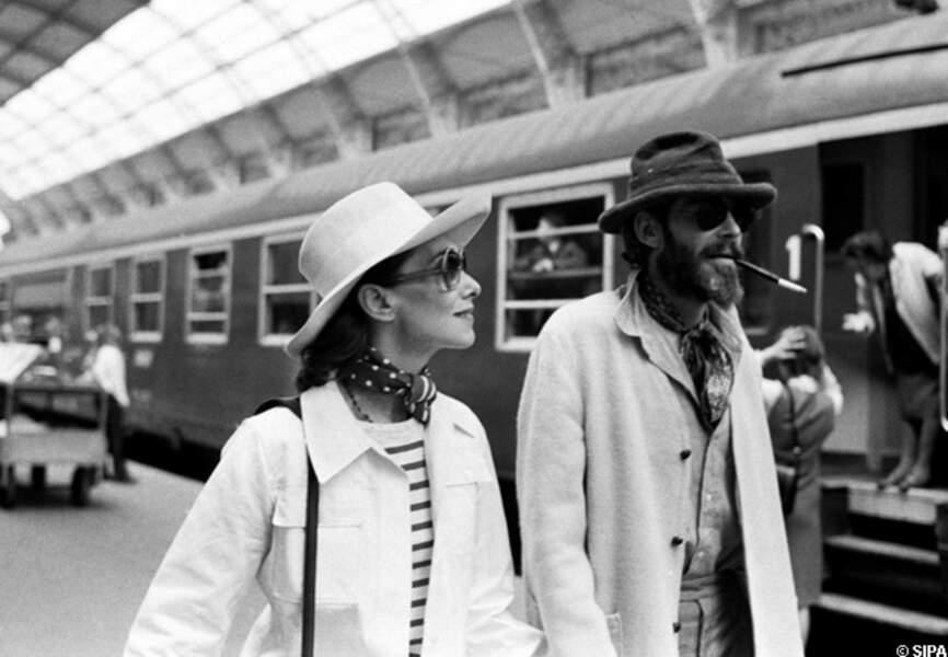 Peter O'Toole et sa femme arrivent en gare de Cannes en 1972