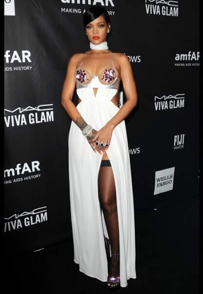 Rihanna laisse peu de place à l'imagination avec sa silhouette sulfureuse Tom Ford