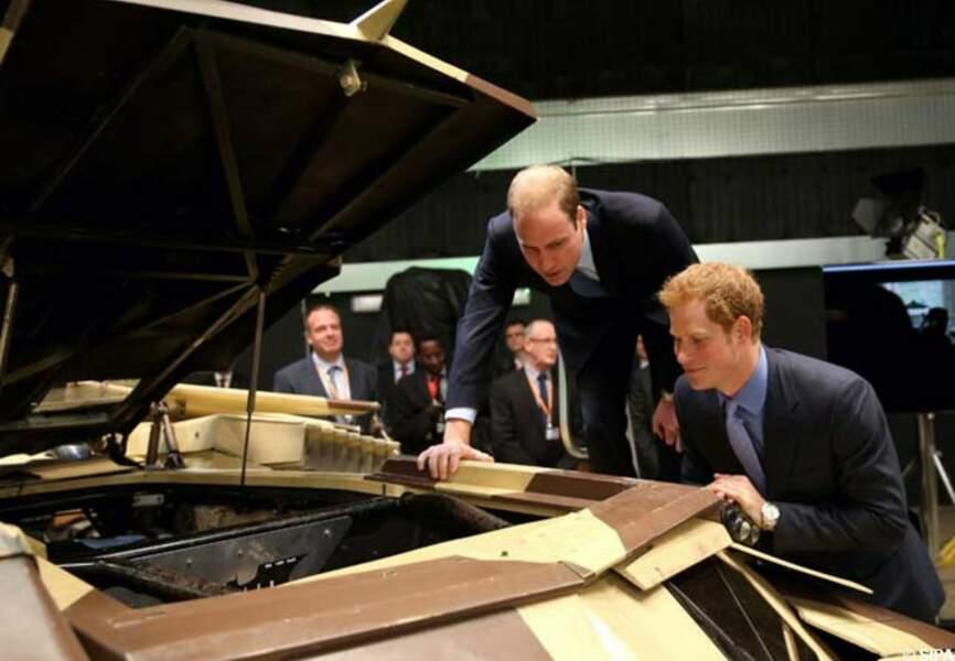Harry et William très intrigués par la mécanique