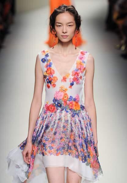 Silhouette girly fleurie pour Alberta Ferretti