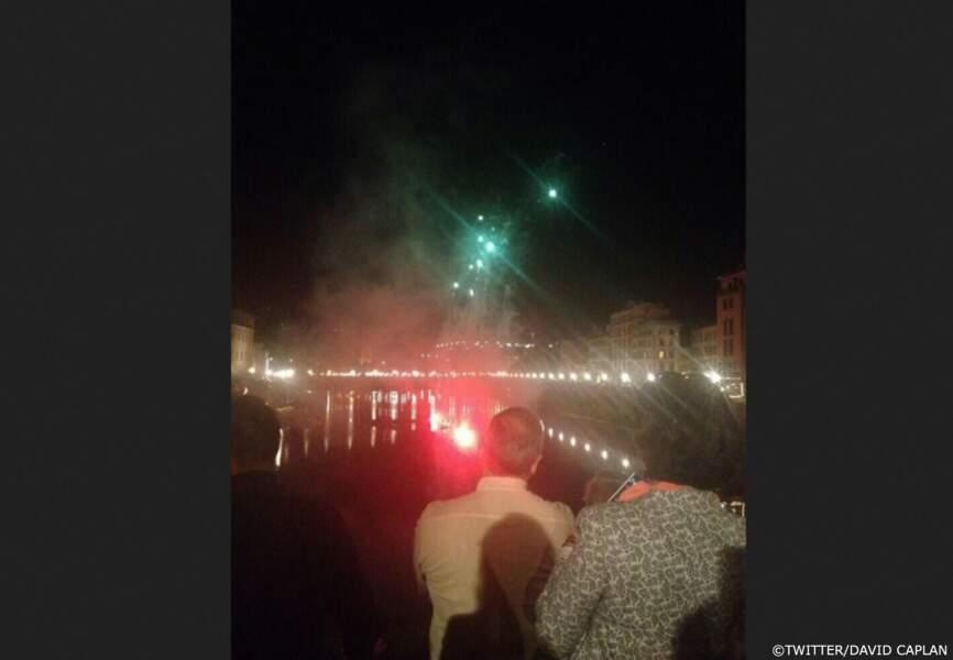 Les badauds ont pu profiter du feux d'artifice tiré depuis le Fort