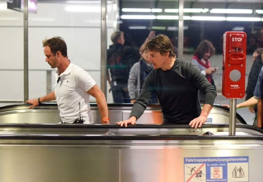 Tom Cruise prend l'escalator