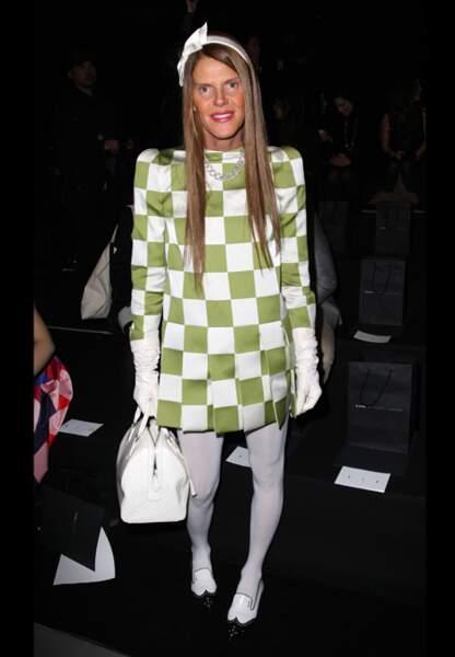 Anna Dello Russo en damier pistache chez Marc Jacobs