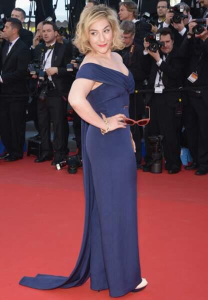 Marilou Berry dans sa robe de diva bleue (coiffure Dessange)