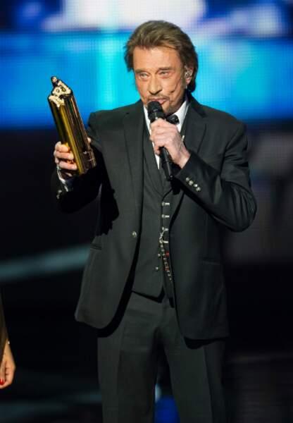 Johnny Hallyday, toujours l'idole des jeunes, a reçu un prix d'honneur après son duo avec Shy'm, Ma gueule