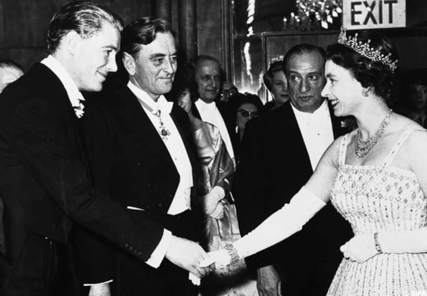 Peter O'Toole rencontre la reine Elizabeth II en 1962