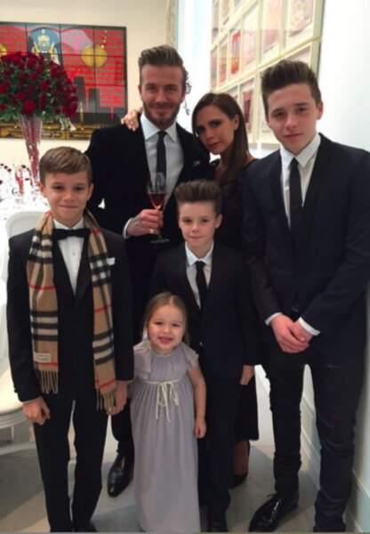 Comme leurs illustres parents, Romeo et Brooklyn Beckham sont à la pointe de la mode, Harper en prend le chemin