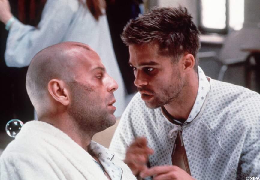Brad Pitt et Bruce Willis dans L'armée des 12 singes en 1995