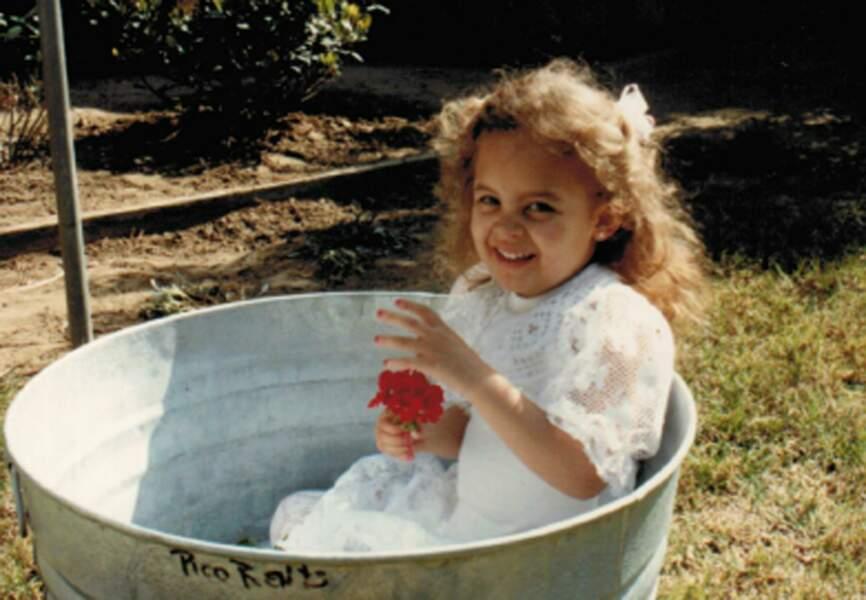 La petite fille dans la bassine? C'est Nicole Richie