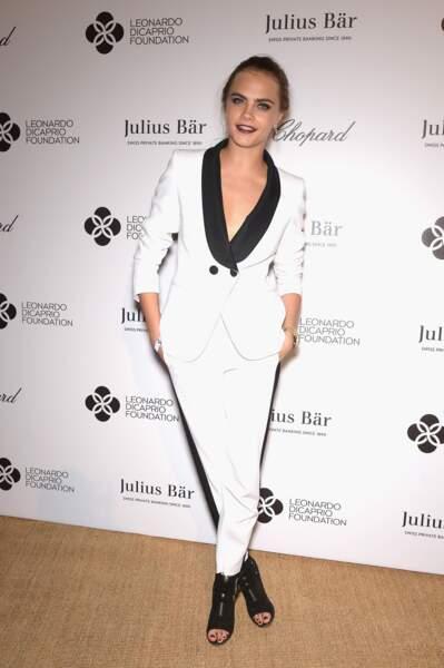 Cara Delevingne de blanc vêtue