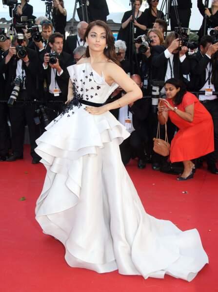 Aishwarya Rai, égérie L'Oréal Paris, porte une robe Ralph & Russo, bijoux Chopard et chaussures Jimmy Choo
