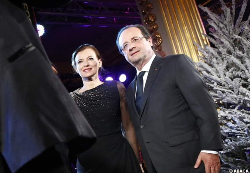 Valérie Trierweiler et François Hollande prennent la pose au Noël de l'Elysée