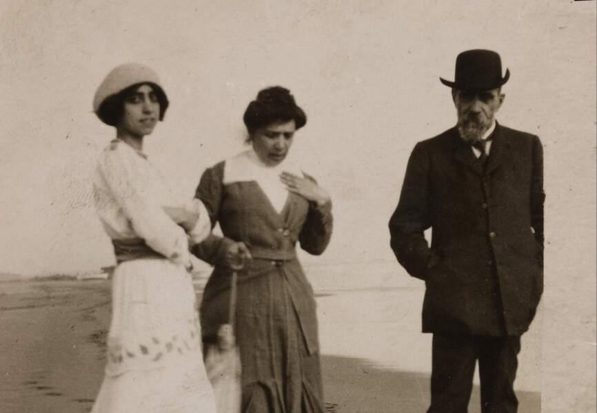 Elsa Schiaparelli avec ses parents près de Rome