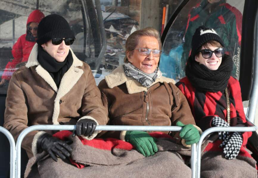 Anne Hathaway, Adam Schulman et Valentino Garavani à Gstaad