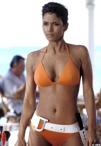 Halle Berry devient James Bond Girl dans Meurs un autre jour en 2002