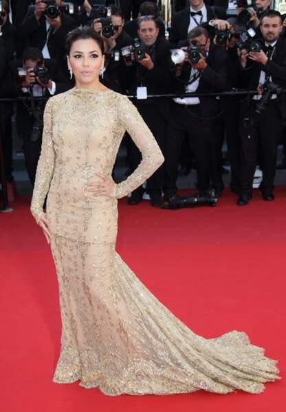 Eva Longoria en Zuhair Murad Couture, boucles d'oreilles Damiani