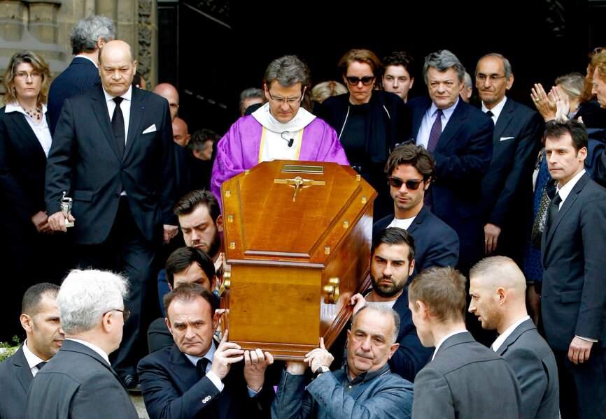 Le cercueil de Patrice Dominguez, accompagné par sa famille et ses amis venus lui rendre un dernier hommage