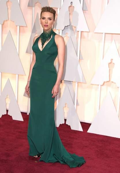 Scarlett Johansson en Atelier Versace, collier Swarovski