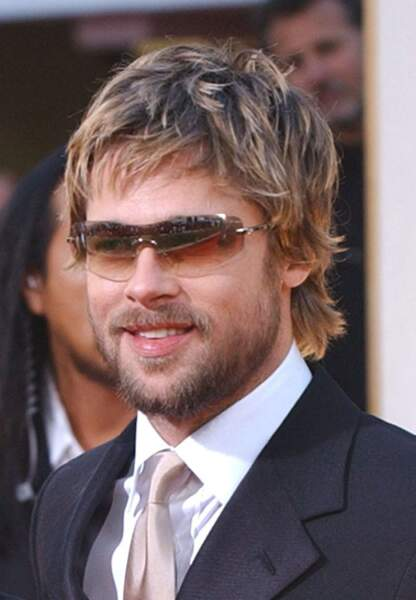 Brad Pitt arrive aux Golden Globes en 2002