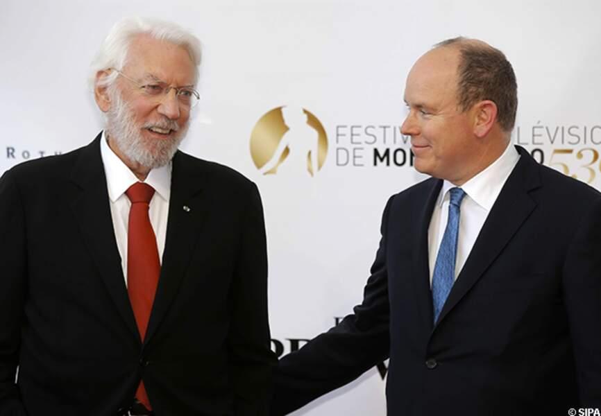 Donald Sutherland et le prince Albert sur le tapis rouge du festival de Monte-Carlo