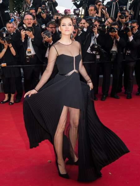 Barbara Palvin, égérie L'Oréal Paris, en robe Versace et bijoux Chopard