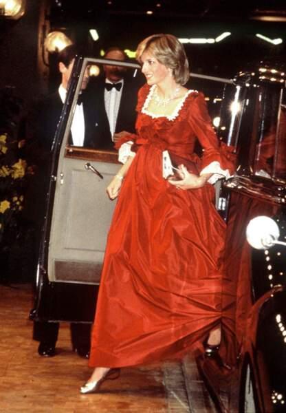 Diana sublime dans une robe rouge ample