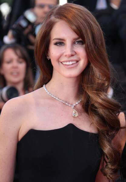 Lana Del Rey jette son dévolu sur un sublime collier Chopard