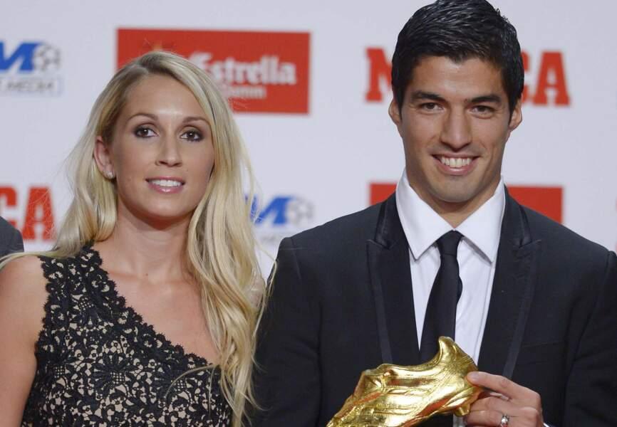Le joueur du FC Barcelone Luis Suarez avec sa femme Sofia