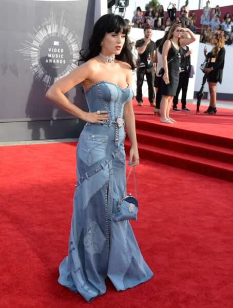 Katy Perry en Custom Versace