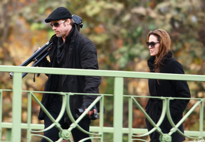 Brad Pitt et Angelina Jolie sur un tournage à Budapest en 2010
