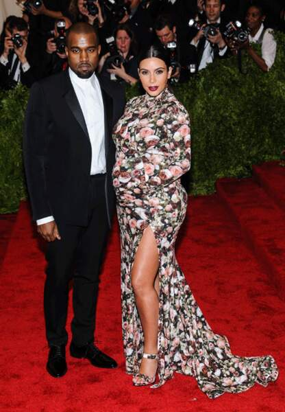 Kim Kardashian et sa robe fleurie et Kanye West