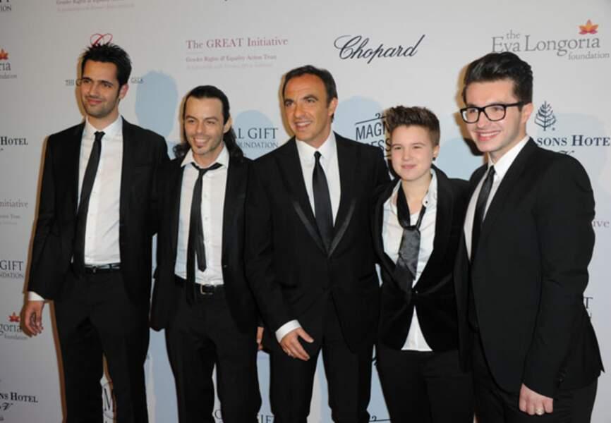 Nikoas et l'équipe de The Voice