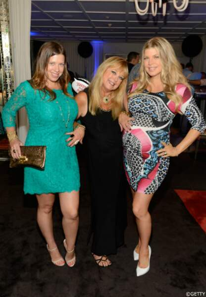 Fergie, avec sa maman, et sa soeur Dana, elle aussi enceinte