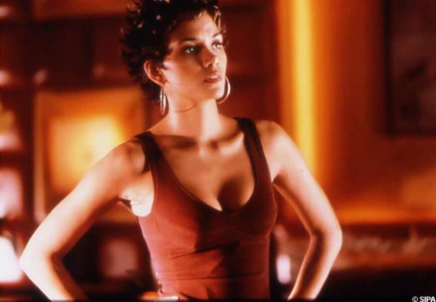 Halle Berry dans Opération Espadon en 2002