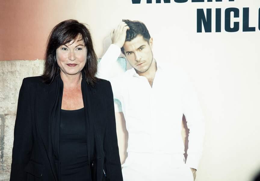 Evelyne Thomas est passée apprécier le talent de Vincent Niclo.
