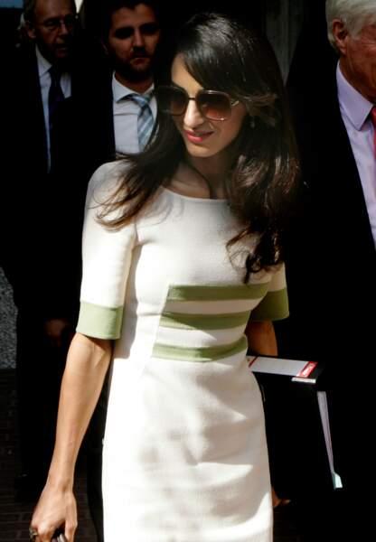 Robe droite ivoire et volume parfait pour la nouvelle madame Clooney
