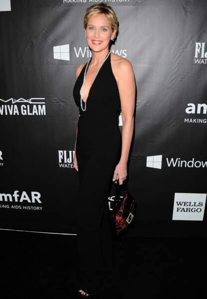 Sharon Stone privilégie l'indispensable robe noire de cocktail